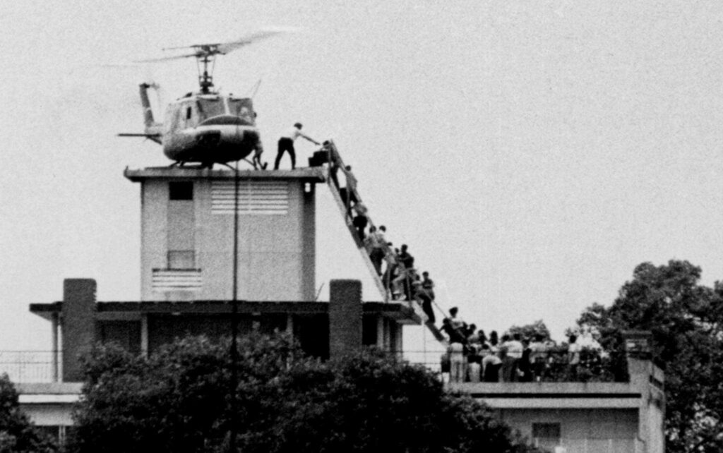 Hubert Van Es photographed an American helicopter facilitating an evacuation atop an apartment complex at 22 Gia Long Street in Saigon, South Vietnam